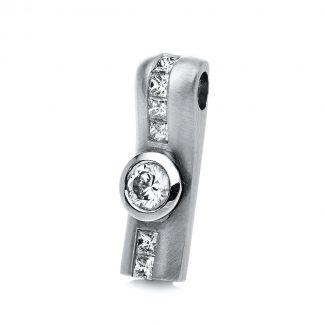 18 kt  pendant with 7 diamonds 3A052W8-1