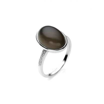 18 kt white gold color stone with 10 diamonds