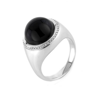 18 kt white gold color stone with 44 diamonds