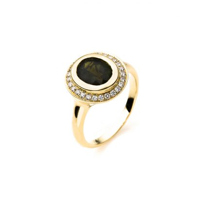 18 kt yellow gold color stone with 26 diamonds