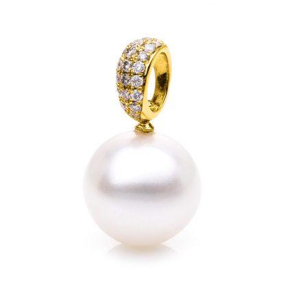18 kt yellow gold pendant with 21 diamonds