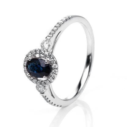 18 kt white gold color stone with 36 diamonds