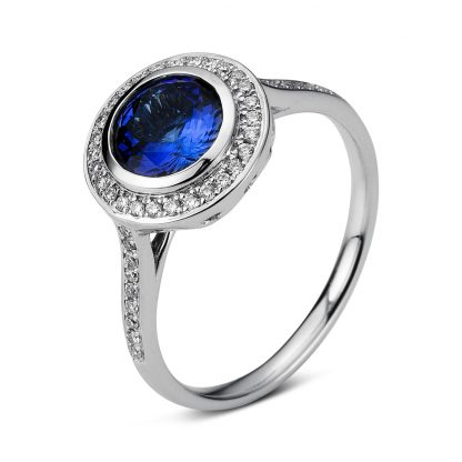 18 kt white gold color stone with 46 diamonds