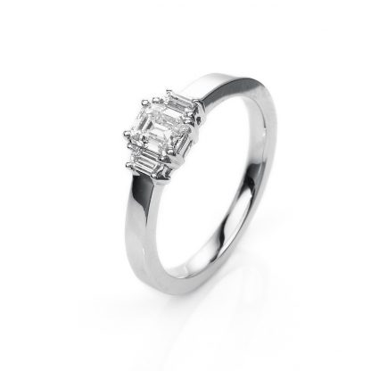 18 kt white gold solitaire with side stones with 3 diamonds 1H662W854-2