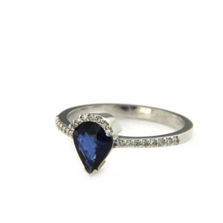 White gold ring with diamonds and sapphire 36786 01