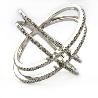 White gold ring with diamonds 40525 01