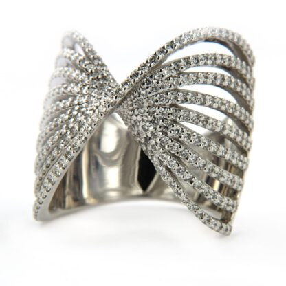White gold ring with diamonds 40601 01