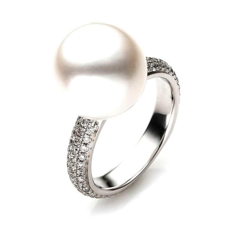 18 kt fehérarany gyöngy 86 gyémánttal